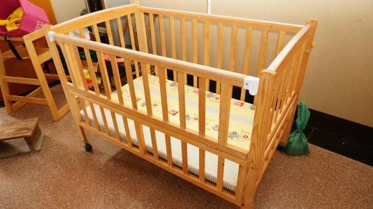怎样训练婴儿睡婴儿床