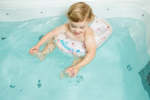 婴儿游泳*佳时间***